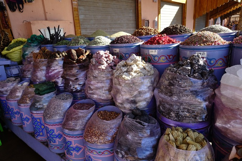 Spices, sandalwood bark, incense blocks - Marrakech