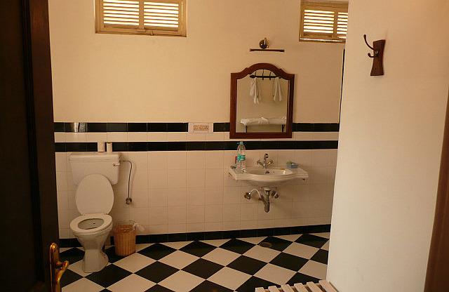 Big, clean bathroom