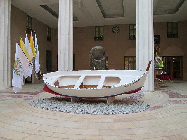 Thumb boat