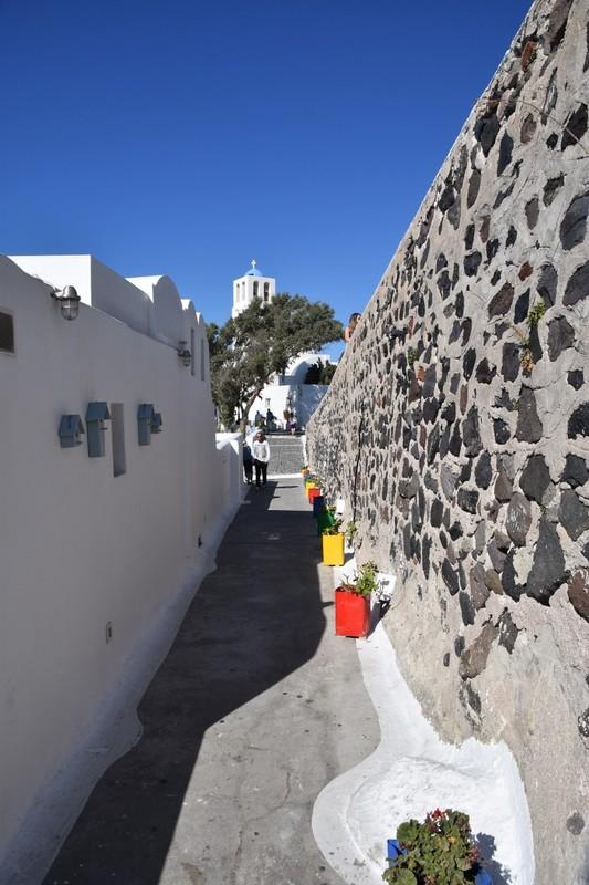 A Fira alleyway