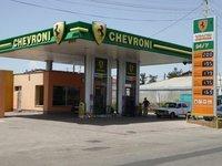 Chevroni Petrol Station w Ferrari Logo