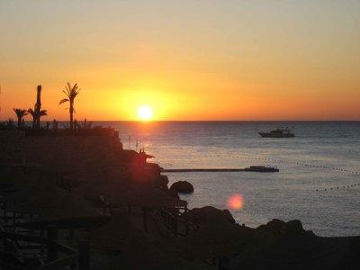 REDSEA_sunrise-boat.jpg