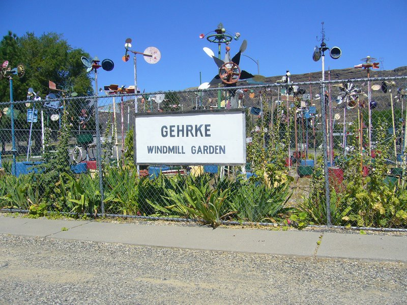 Just before the city of Grand Coulee is Gehrke Windmill Garden - sculptures made from scrap metal