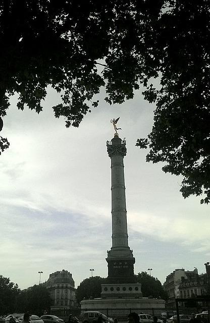 Le Bastille monument