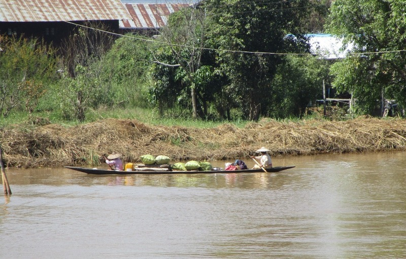 Inle boat