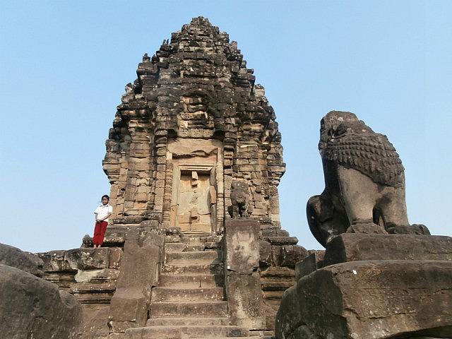 Top of main Rolous temple