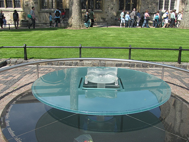 Memorial to those beheaded at the Tower