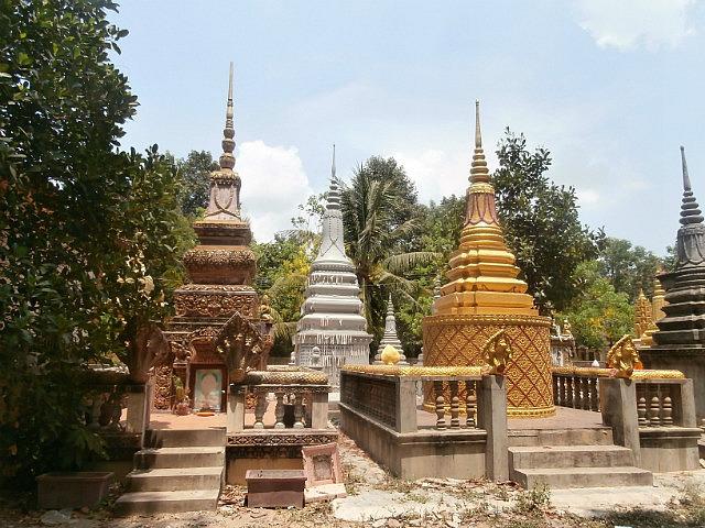 Stupas at Wat Thmei