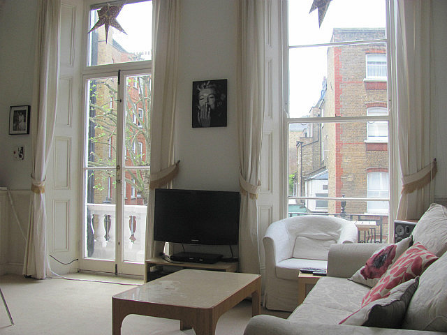 my first airbnb flat in Earl's Court-pretty nice!