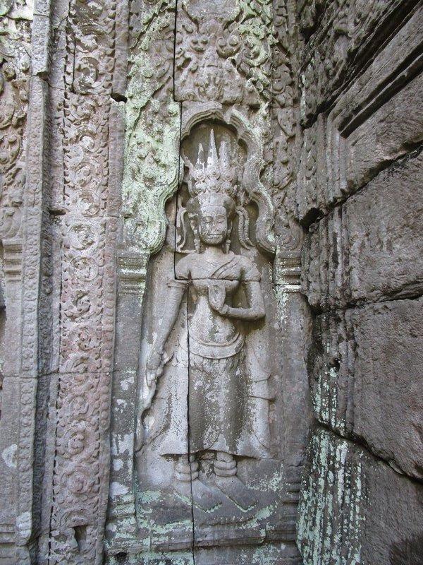 Apsara carving