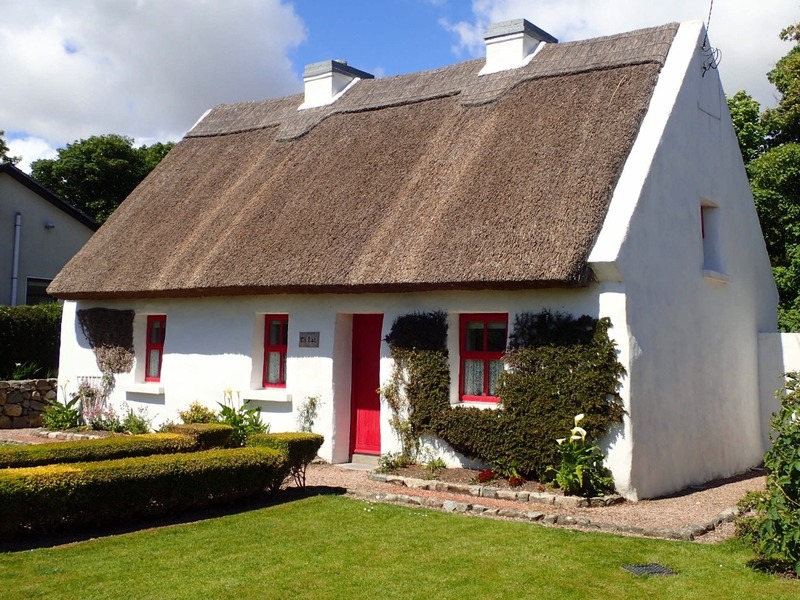 Another thatched roof (in Spiddal)