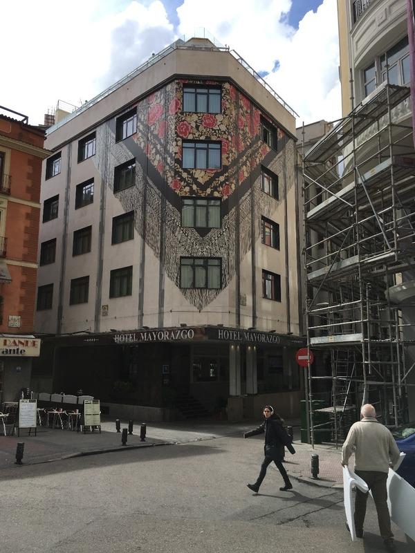 Trompe l'oeil shawl dropped building