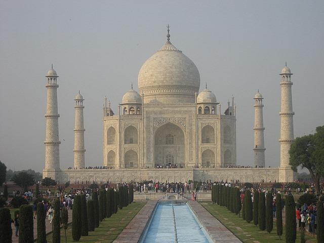 The white majestic Taj Mahal