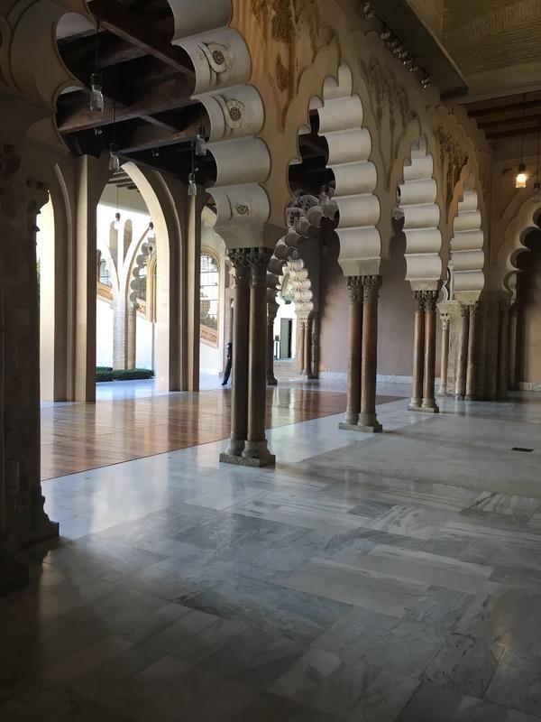 Moorish arches in Palacio