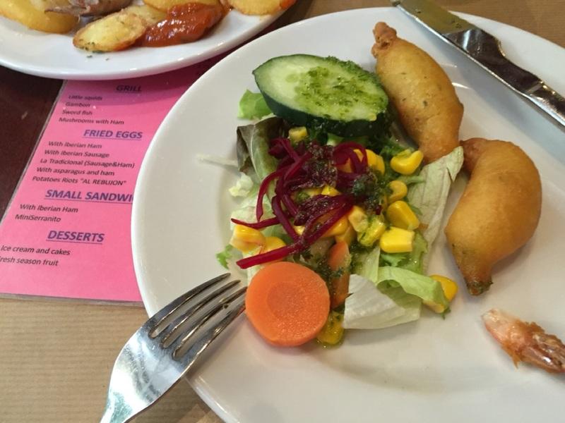 Shrimp and salad tapas