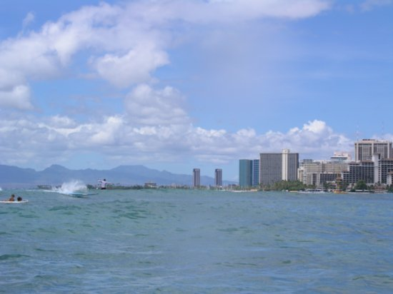 Surfing Waikiki 04