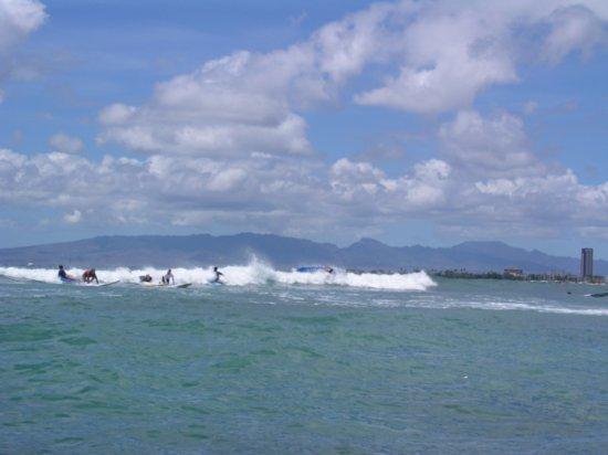 Surfing Waikiki 07