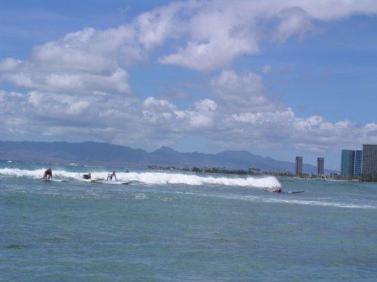 Surfing Waikiki 08