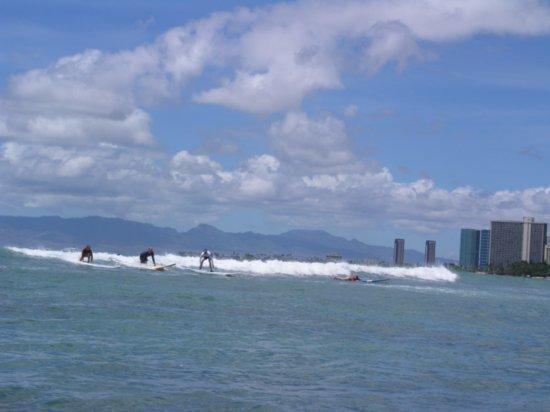 Surfing Waikiki 09