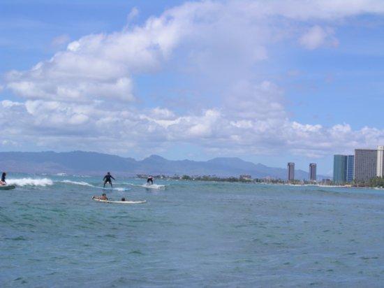 Surfing Waikiki 03