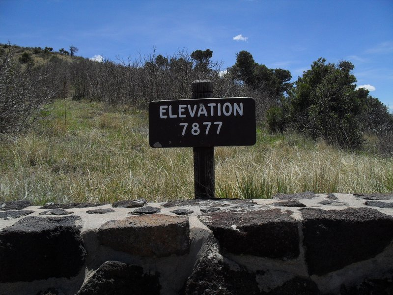 The elevation sign by the parking lot at the Crater Rim Trail