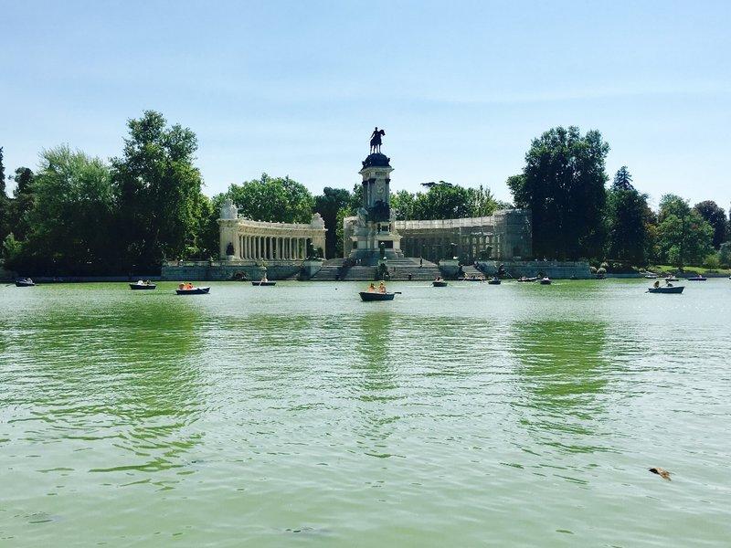 Monumento Alfonso XII, Parque De El Retiro, Madrid