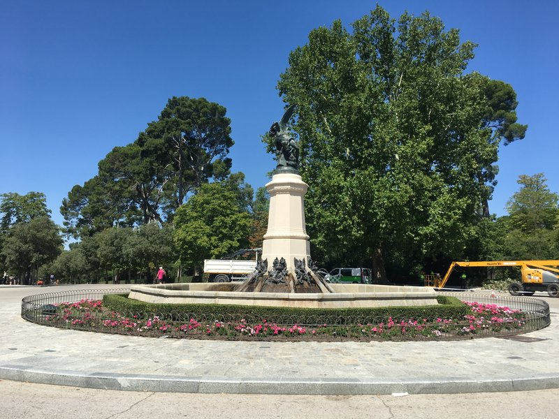 Estatua Del Angel Caido, Parque De El Retiro, Madrid