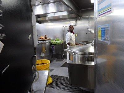 Suppenkessel in der Küche der MS Zaandam