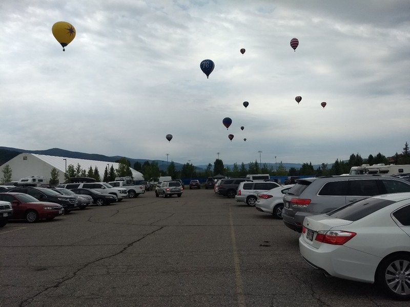 2018-07-15 - HABR - parking lot 12 balloons