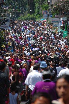 Crowded_street.jpg