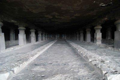 Huge_cave_hall.jpg