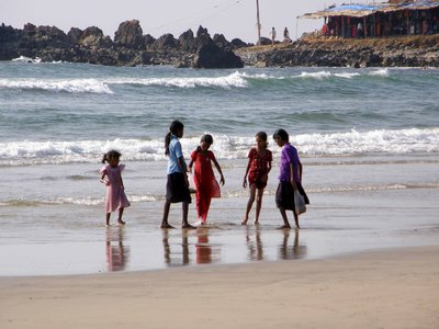 Kids_on_the_beach.jpg