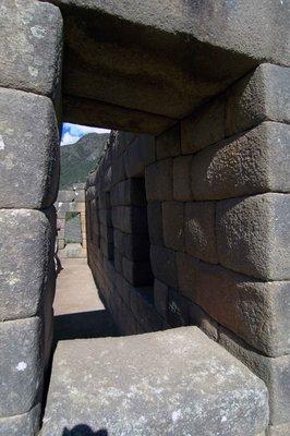 Machu_Picchu_doorway.jpg