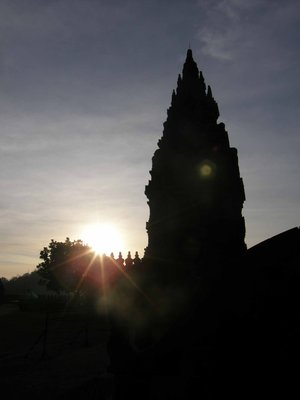 Prambanan_at_sunrise.jpg