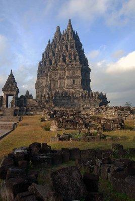 Prambanan_main_temple.jpg