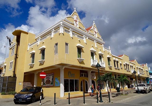 Kaya Grandi, towns Main Street