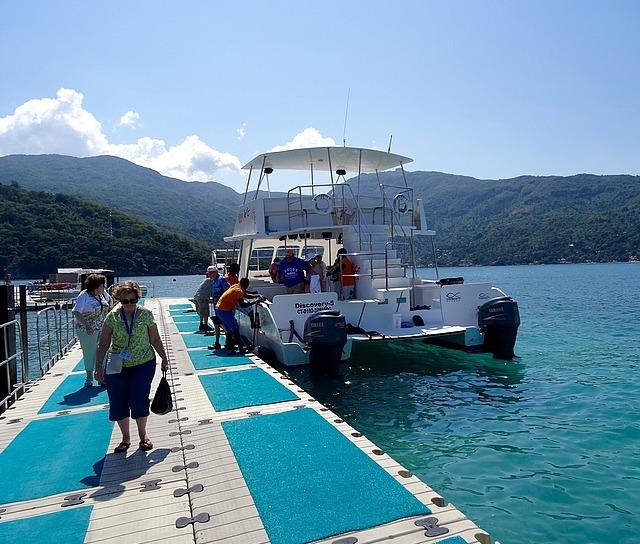 "The Catamaran ""Discovery"""