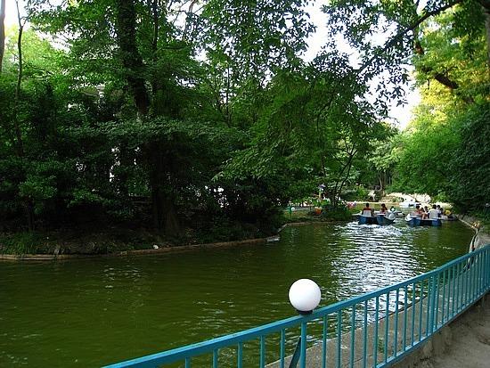 Bustling Amusement Park Within Primorski