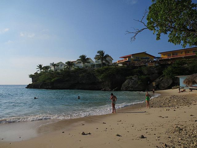 Playa Lagun ...