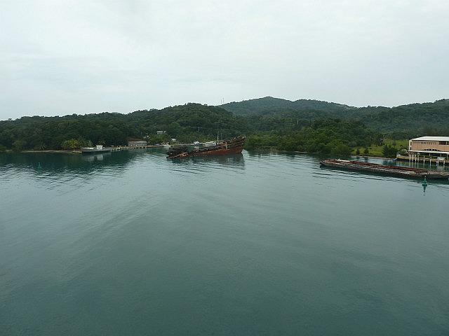 Dans le port de Roatan