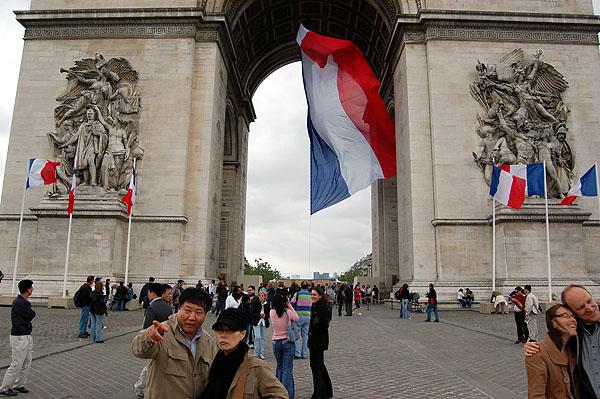 Arc de Triomphe base