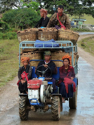 The road to Inle