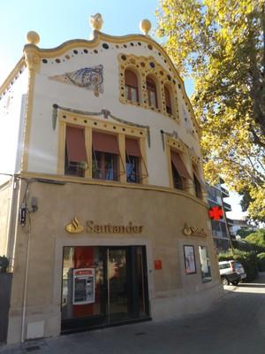 Gaudy bank