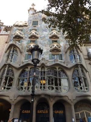 Discord Street- Gaudi's Dragon House