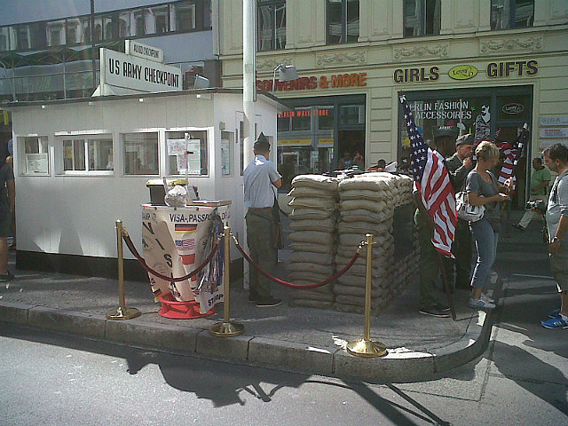 """""""Americans"""" at Checkpoint Charlie"""