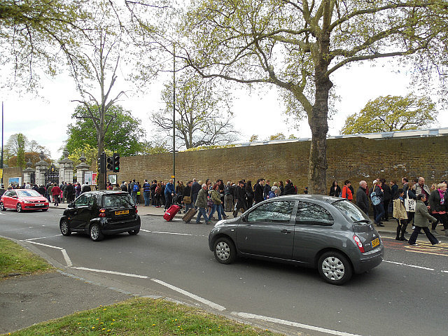 Kew Gardens entrance line