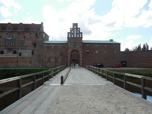 Bridge to Malmo castle