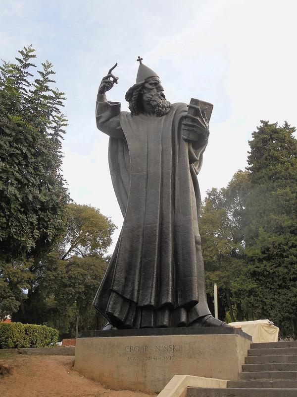 fun statue