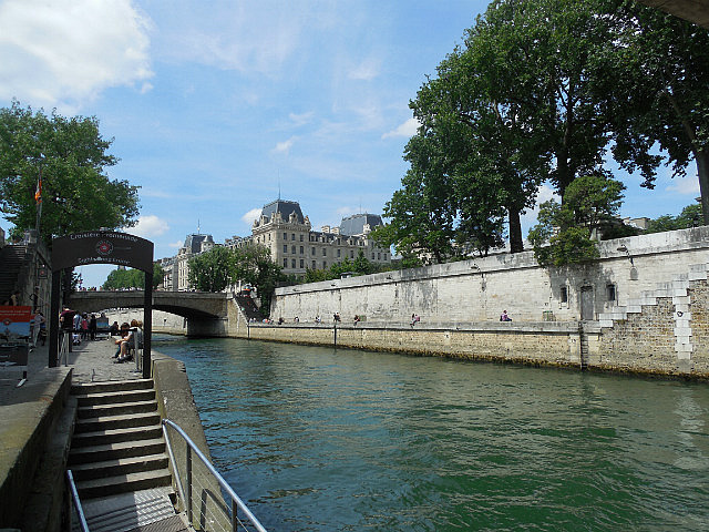 Lunch by the Seine