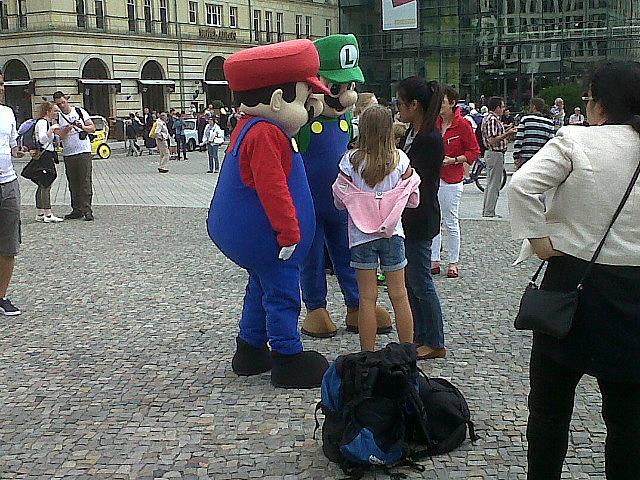 Mario and Luigi in front of Brandenburg Gate